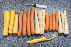 Gemüse mit einem herkömmlichen Gemüseschneider schneiden